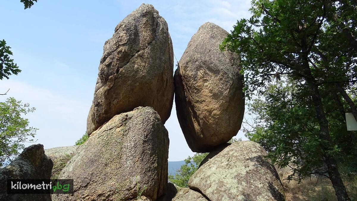 Момини камъне
