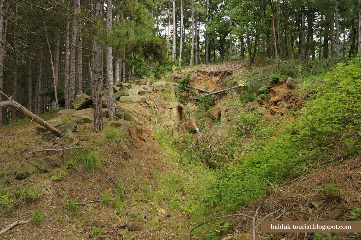 Могилата при Маньов дол покриваща тракийска гробница