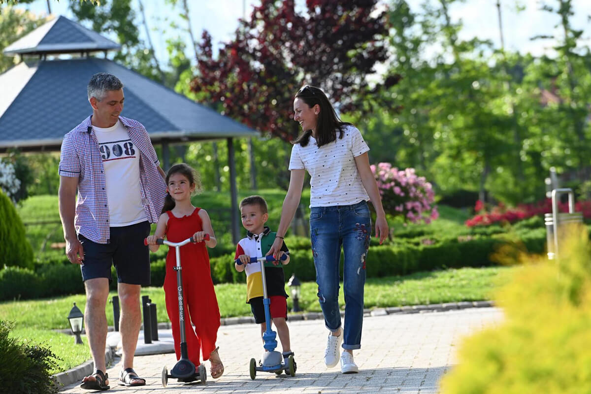 семейство на разходка в Комплекс Тракиец
