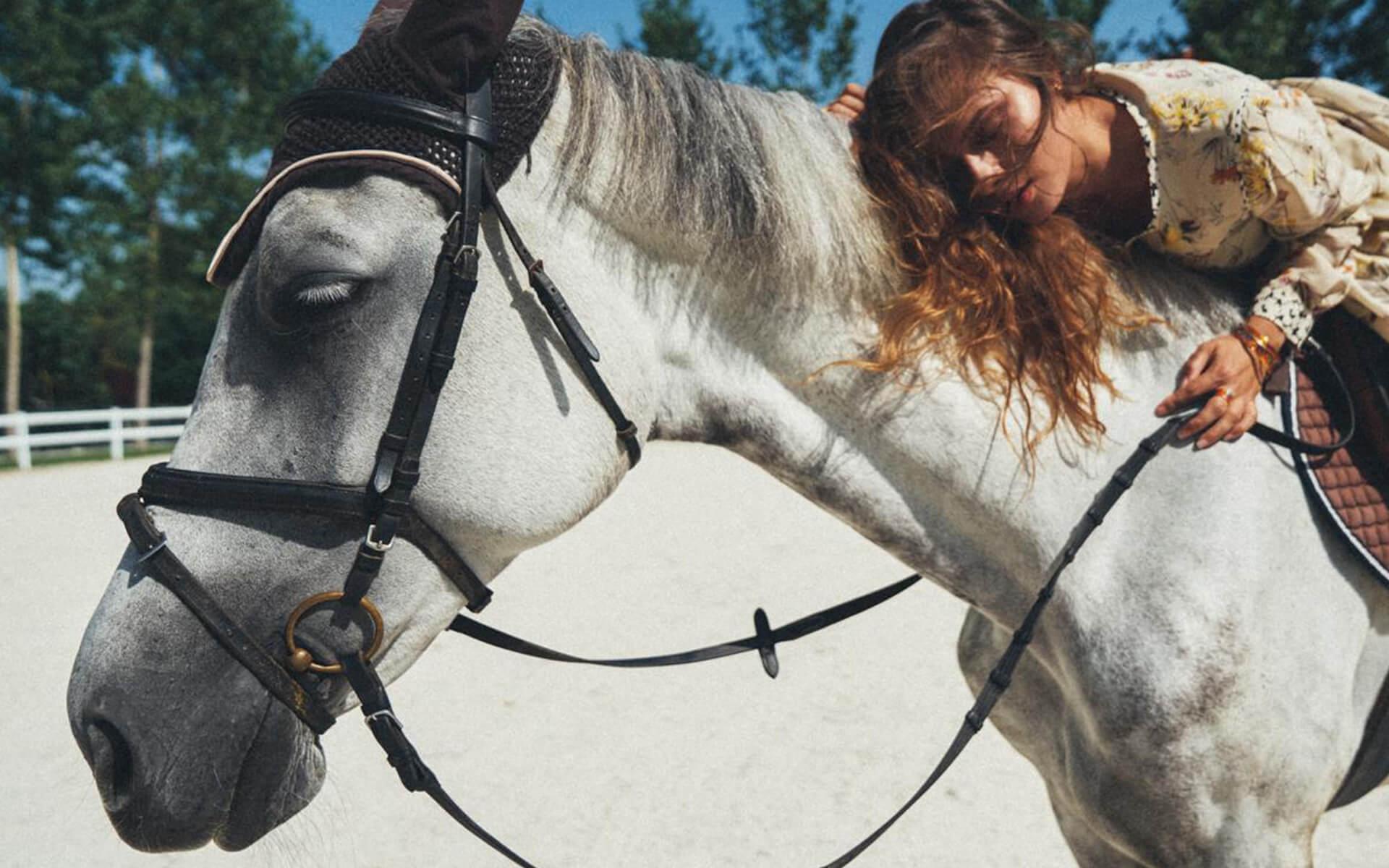 жена на кон в комплекс Тракиец